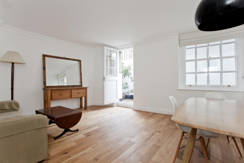 Flat/apartment to rent in Islington - Upper Street, Angel, N1