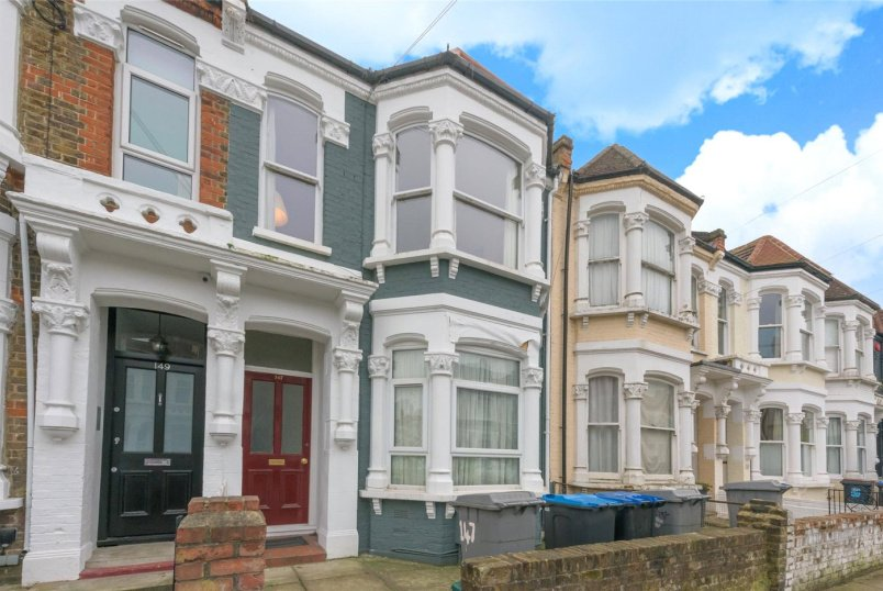 Flat/apartment for sale in Kensal Rise & Queen's Park - Purves Road, London, NW10