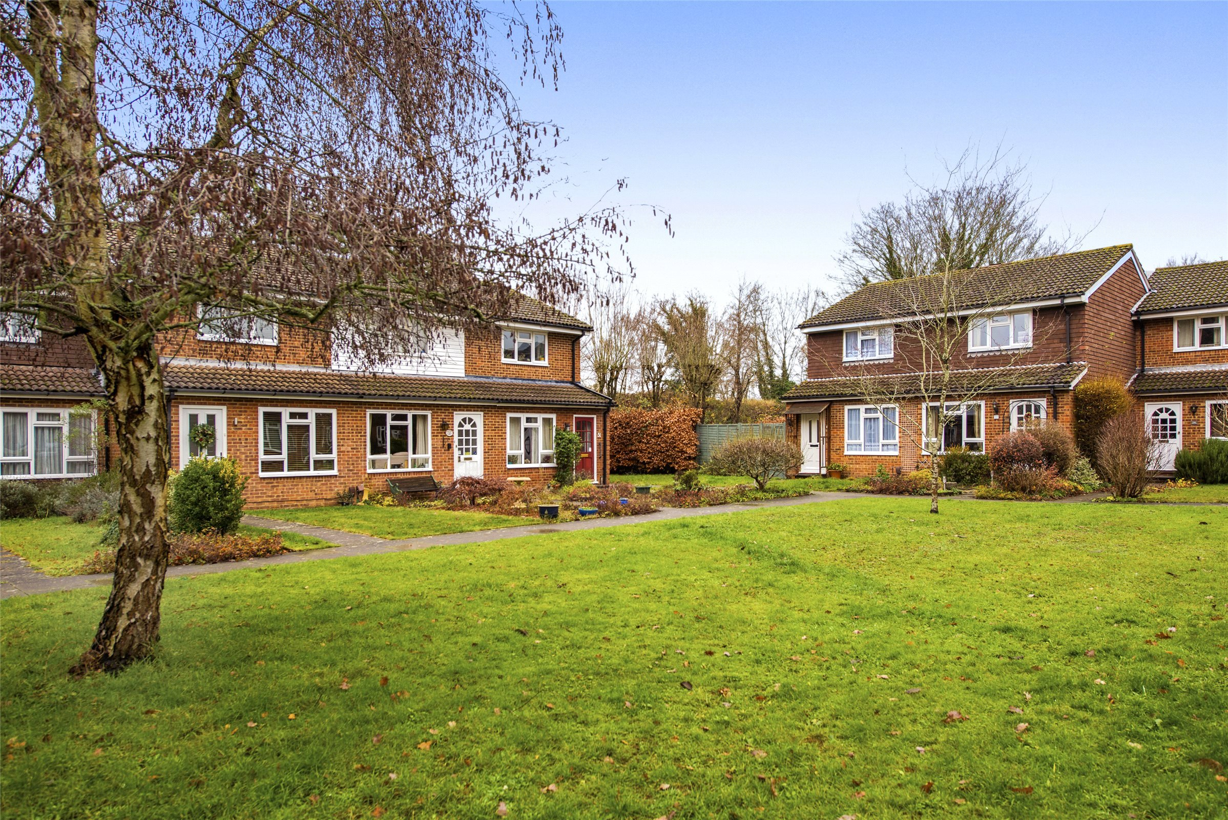 2 Bedroom Property For Sale In Chester Close Dorking Surrey Rh4 365000