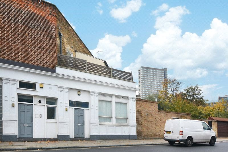 to rent in Surrey Quays - Southwark Park Road, London, SE16