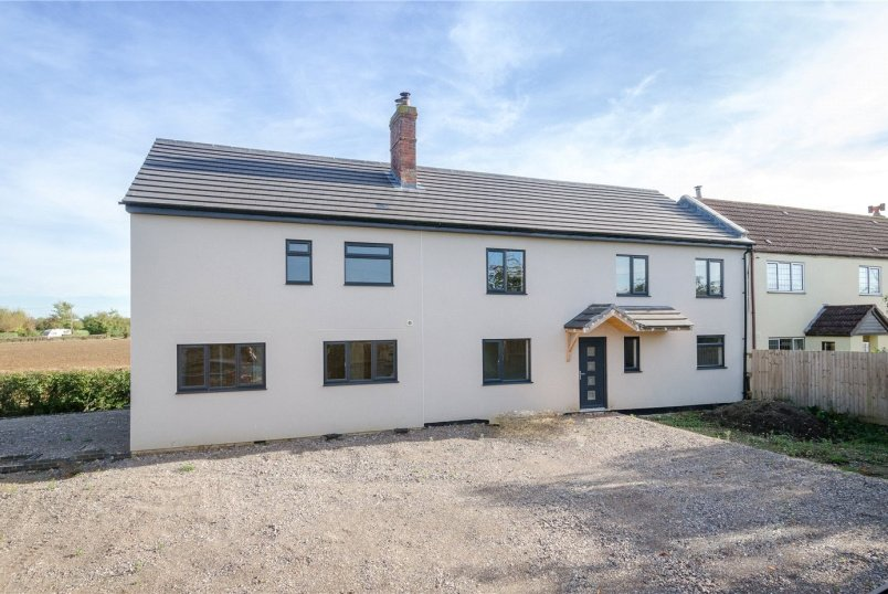 House for sale in Devizes - Redstocks, Melksham, Wiltshire, SN12