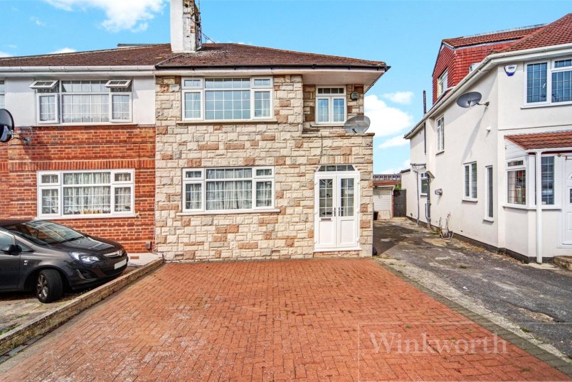 House for sale in Kingsbury - Chapman Crescent, Kenton, Harrow, HA3
