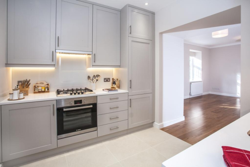 Flat/apartment to rent in Kensington - Melbury Road, Holland Park, W14