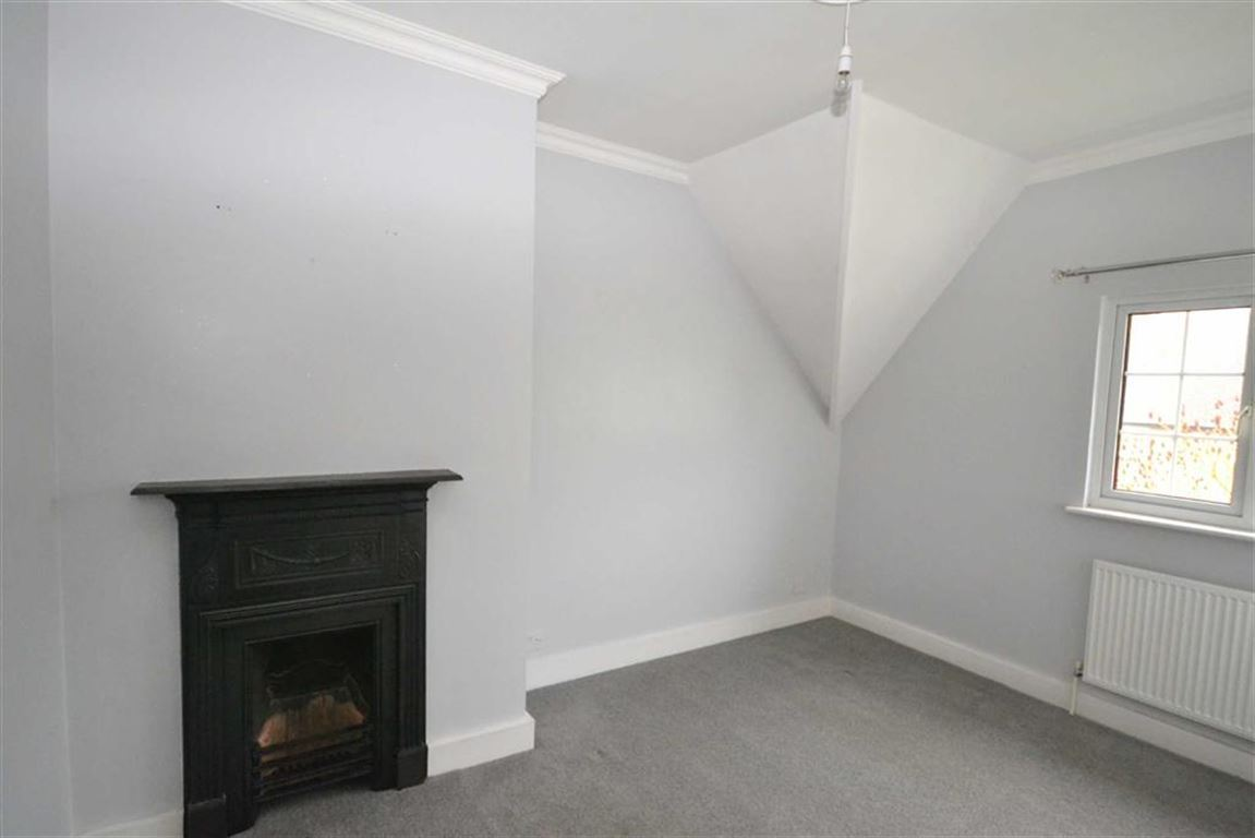 3 Bedroom Property For Sale In Prospect Cottages All Cannings - Black-and-white-bedroom-property