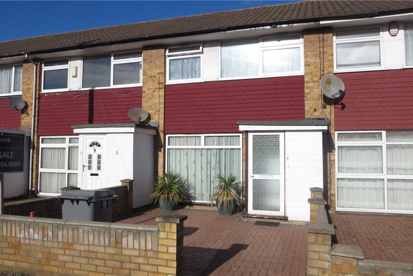 House for sale in Kingsbury - Vane Close, Harrow, HA3