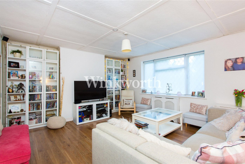 Bungalow for sale in Hendon - Robin Lane, London, NW4