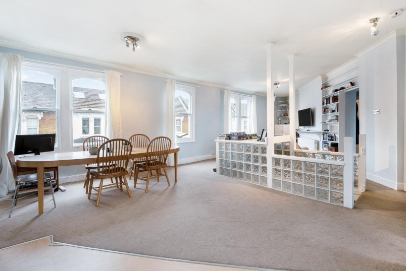 Flat for sale in Battersea - AMIES STREET, SW11