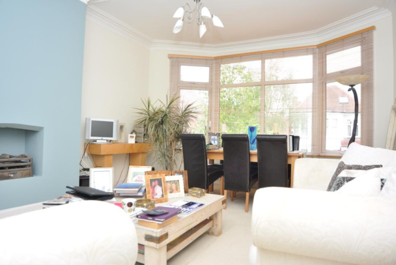 Flat/apartment to rent in Palmers Green - Burford Gardens, London, N13