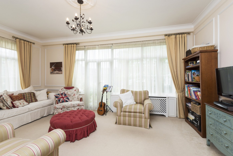 House - terraced to rent in St Johns Wood - MIDDLEFIELD, NW8 6NE