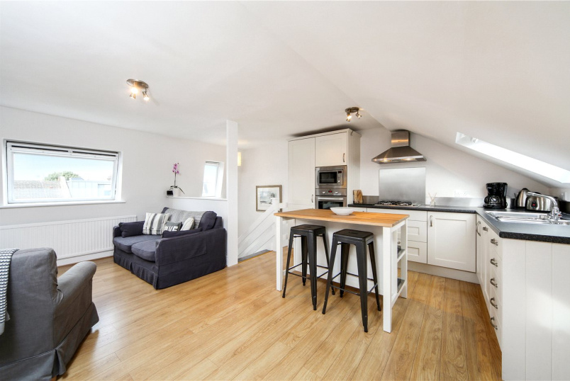 Maisonette for sale in Shepherds Bush & Acton - Percy Road, London, W12