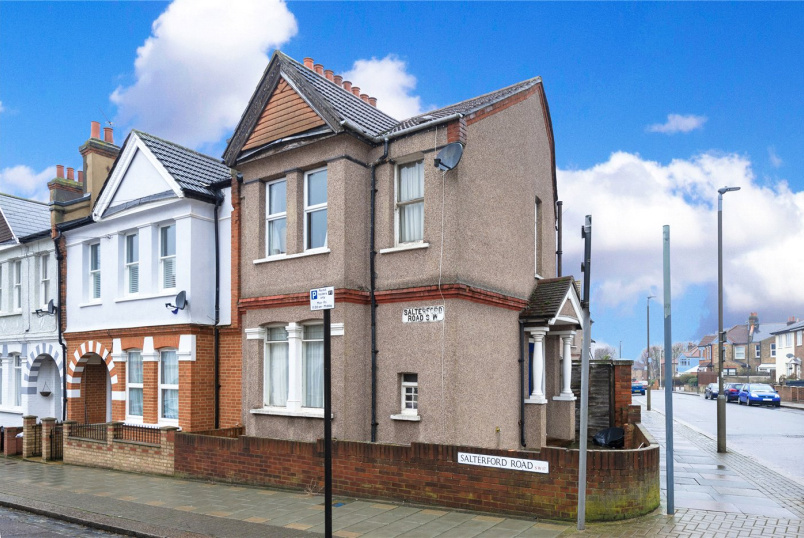 House for sale in Tooting - Salterford Road, London, SW17