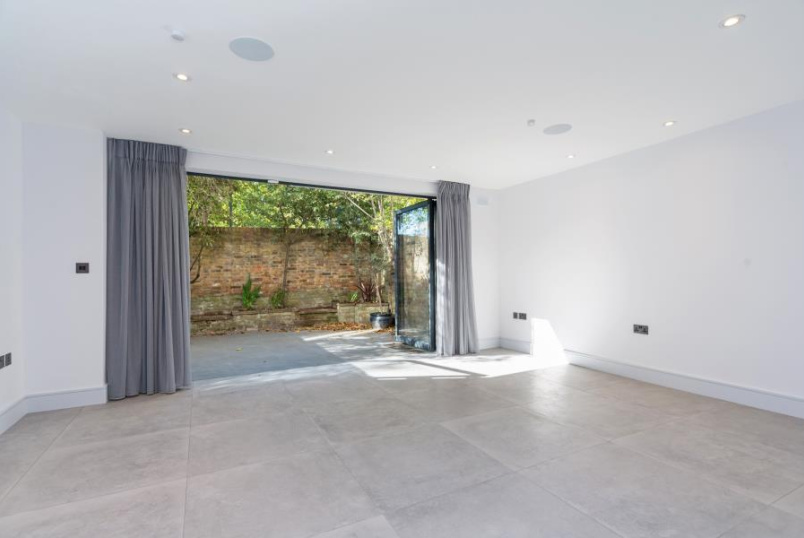 House - terraced to rent in St Johns Wood - MEADOWBANK, NW3 3AY