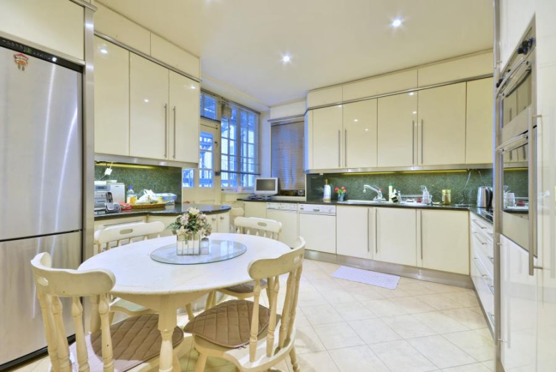 Flat to rent in St Johns Wood - HANOVER HOUSE, ST JOHN'S WOOD HIGH STREET, NW8 7DY