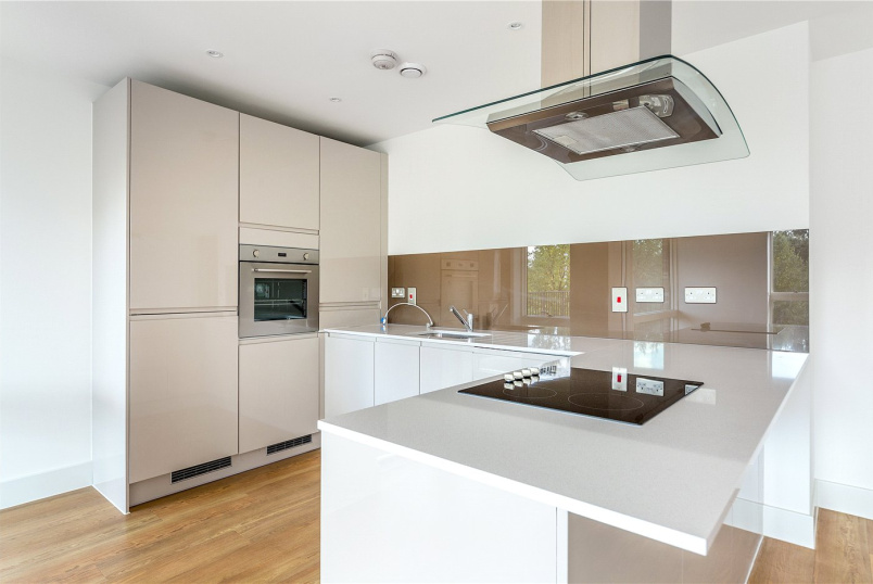 Flat/apartment for sale in Ealing & Acton - Bodiam Court, 4 Lakeside Drive, London, NW10
