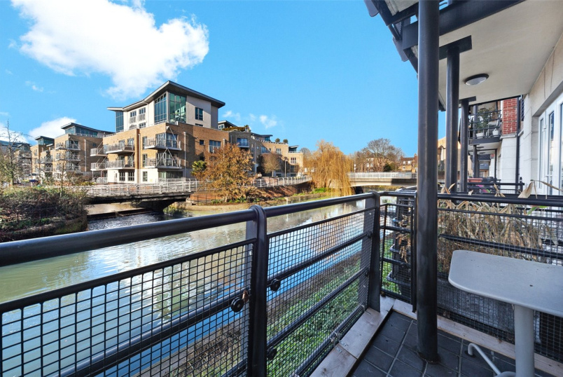 Flat/apartment for sale in Brentford & Isleworth - Dorey House, Brentford, London, TW8
