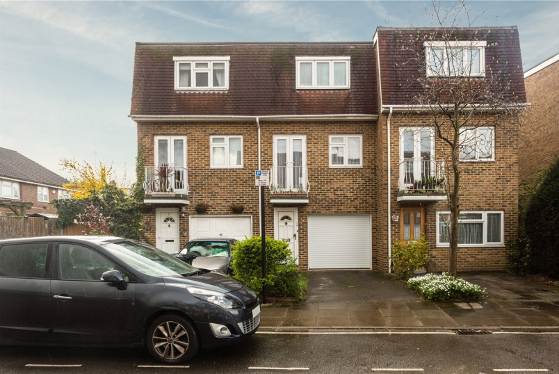 House for sale in Ealing & Acton - Rowan Close, London, W5