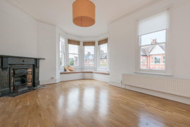 Maisonette to rent in Kensal Rise & Queen's Park - Ancona Road, Kensal Green, NW10