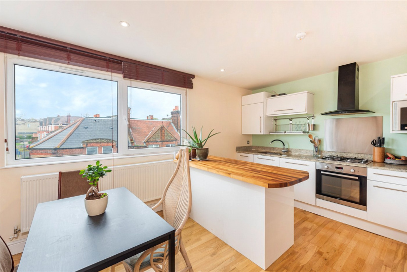 Flat/apartment to rent in West Norwood - Knights Hill, London, SE27