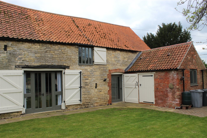 Barn conversion to rent in Grantham - Scotts Hill, Fulbeck, Grantham, NG32