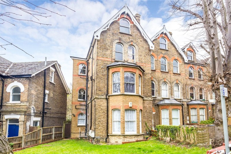 Flat/apartment for sale in  - Blythwood Road, London, N4