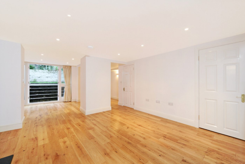 Flat/apartment to rent in Notting Hill - Alexander Street, London, W2