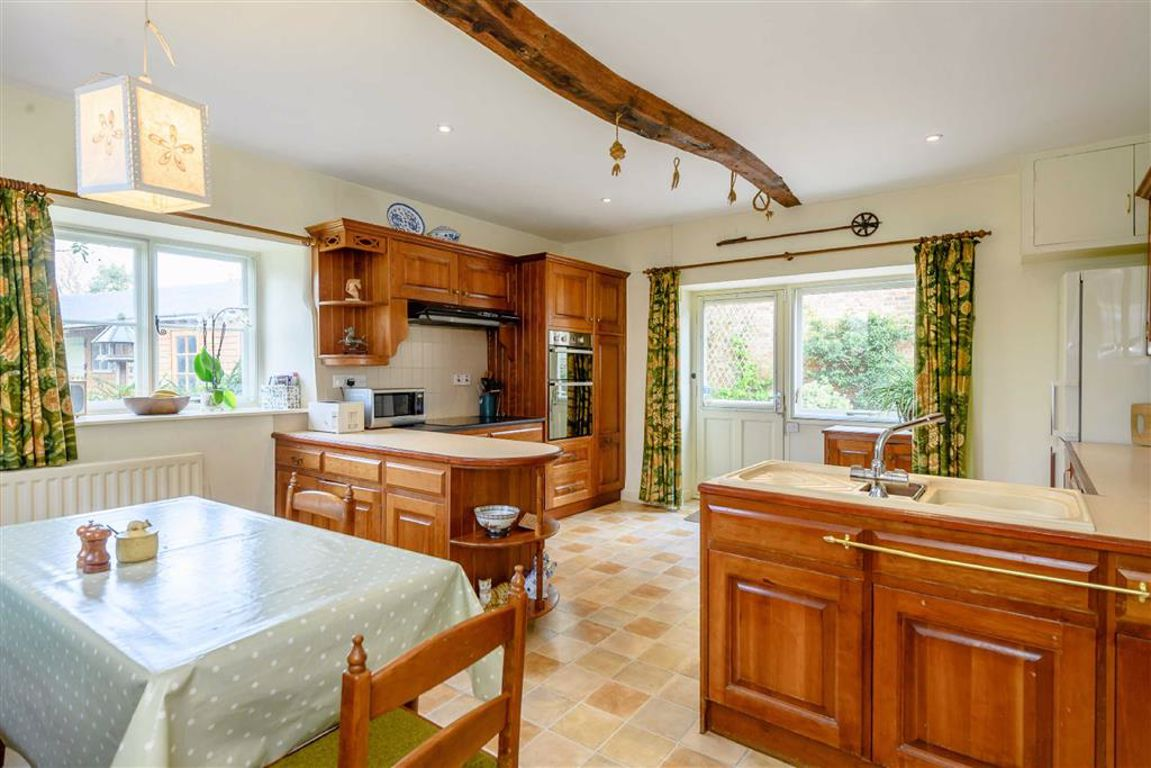 5 bedroom property for sale in the green, lyddington, rutland5 bedroom property for sale in the green, lyddington, rutland guide price £800,000