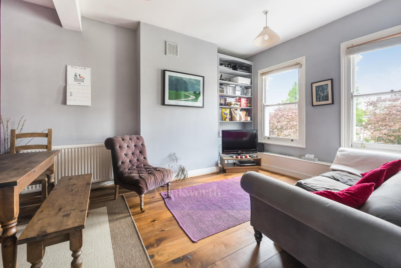 Flat to rent in Clapham - TREMADOC ROAD, SW4