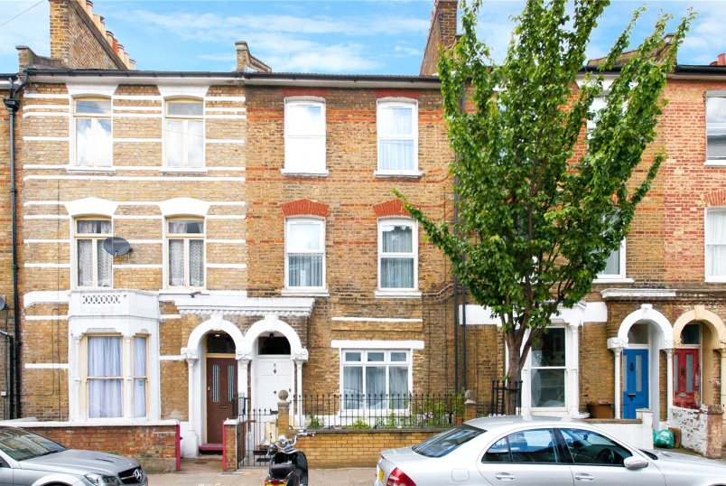 House for sale in Hackney - John Campbell Road, London, N16