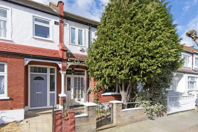 House for sale in Tooting - Deal Road, London, SW17