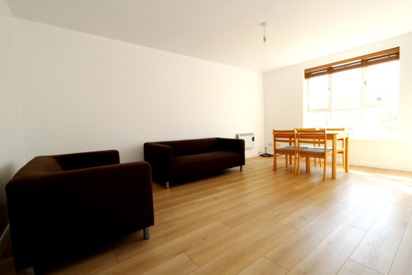 Flat/apartment to rent in Ealing & Acton - Coopers Court, Church Road, W3