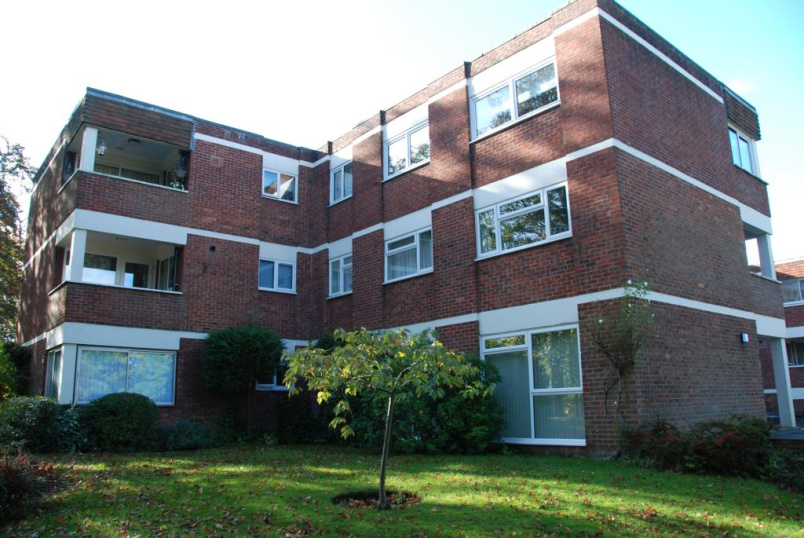 Flat/apartment to rent in Guildford - Hipley Court, Warren Road, Guildford, GU1