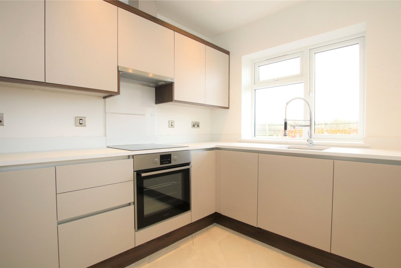 House to rent in Reading - The Gables, Bath Road, Padworth, RG7