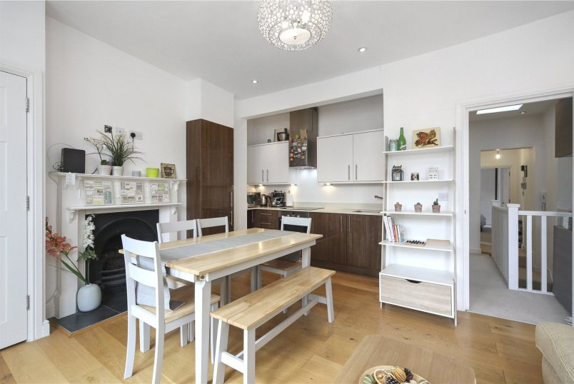 Flat/apartment to rent in Shepherds Bush & Acton - Becklow Road, London, W12