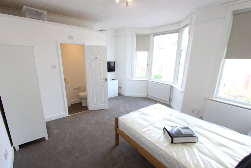 Flat/apartment to rent in  - Southview Drive, Westcliff-on-Sea, Essex, SS0