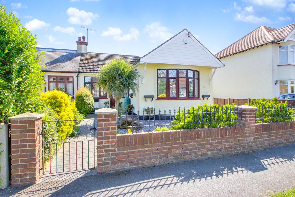 3 bedroom property for sale in Homestead Gardens, Hadleigh