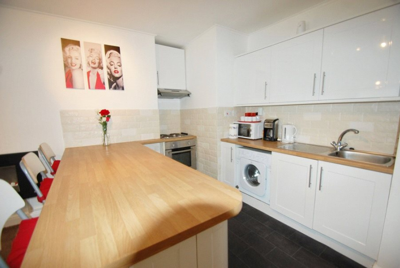Maisonette to rent in Kentish Town - Camden Road, London, N7