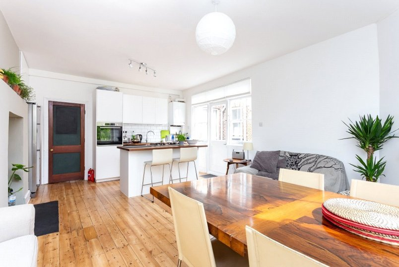 Flat/apartment for sale in Kentish Town - Loraine Mansions, Widdenham Road, London, N7