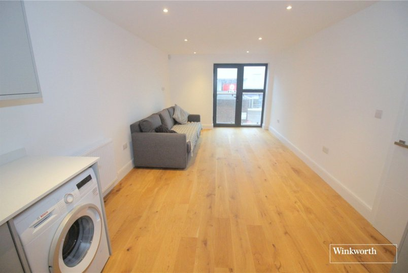 Maisonette for sale in Borehamwood & Elstree - Shenley Road, Borehamwood, Hertfordshire, WD6