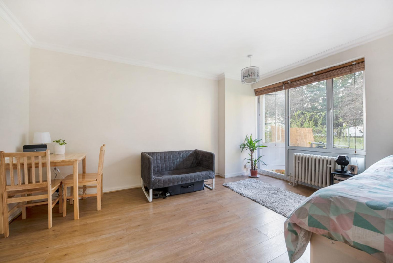 Apartment to rent in Pimlico and Westminster - CHURCHILL GARDENS, SW1V