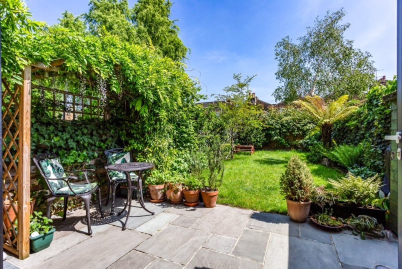 House for sale in Highbury - Canning Road, London, N5