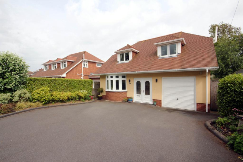 House to rent in Highcliffe - Montagu Road, Highcliffe, Dorset, BH23