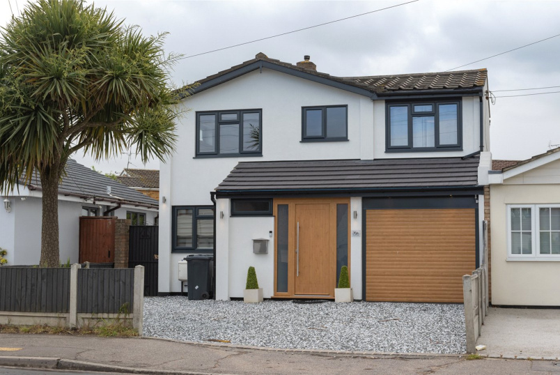 House for sale in Leigh-on-Sea - Church Road, Benfleet, Essex, SS7