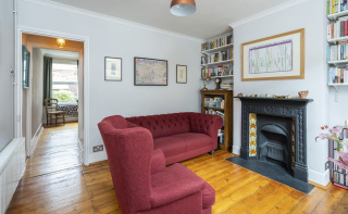 Walking distance to shops, Meadowbank Park and train station