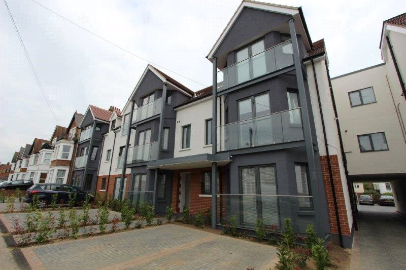 Flat/apartment to rent in Leigh-on-Sea - Balmoral Apartments, Valkyrie Road, Westcliff On Sea, SS0