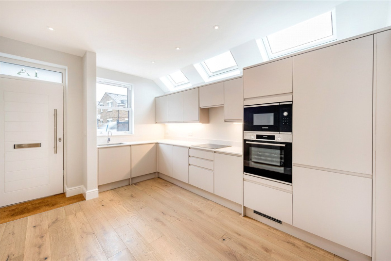House for sale in Tooting - Charlmont Road, London, SW17
