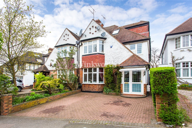 House for sale in Golders Green - Wessex Gardens, London, NW11