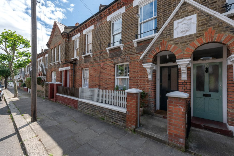 House for sale in Kensal Rise & Queen's Park - Kilravock Street, London, W10
