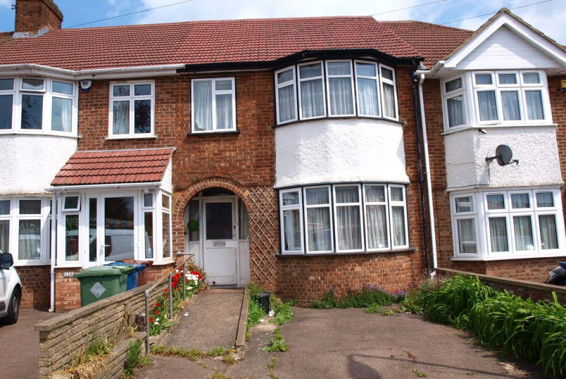 House for sale in Kingsbury - The Chase, Edgware, HA8