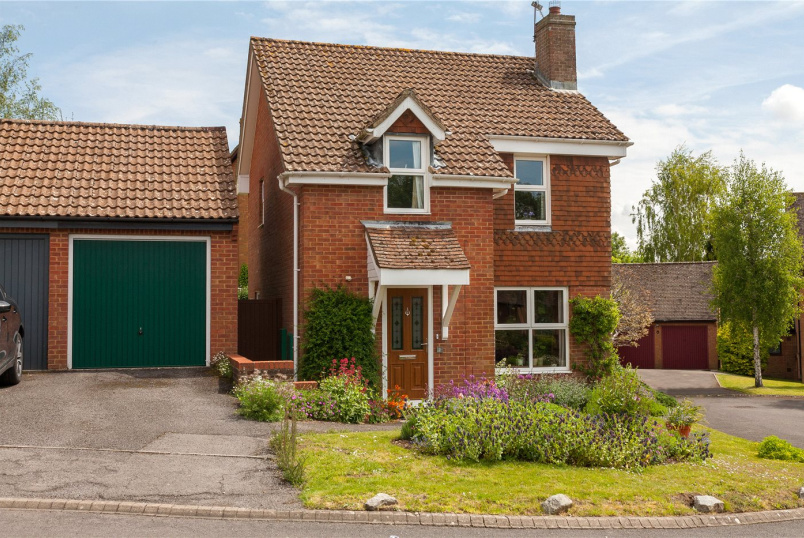 House for sale in Marlborough - Tennyson Close, Marlborough, Wiltshire, SN8