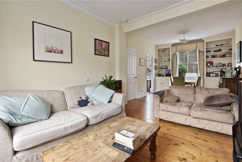 Maisonette to rent in Fulham & Parsons Green - Parkville Road, London, SW6